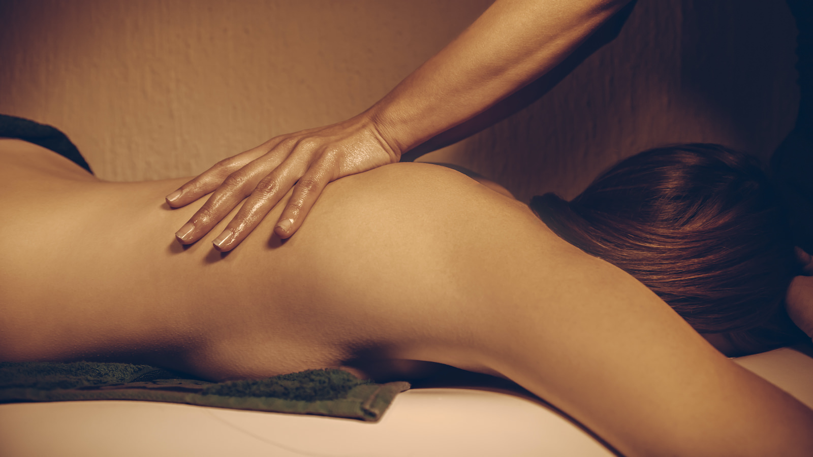 Sensual massage for her at EPICURE Club